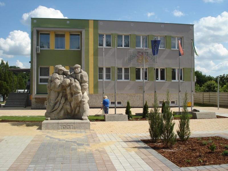 Rekonštrukcia obecného úradu a námestia